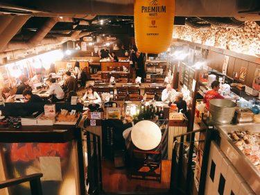 【カキ小屋新橋1号店】新橋ガード下のさらに地下へ潜るカキ小屋は、その時期で一番のカキが食べられる。