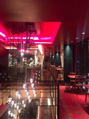 【カフェ ラ・ボエム 麻布十番】麻布にあるイタリアンバー&レストラン。深夜3時まで営業しているので、まだ帰りたくないあなたたちにぴったり。