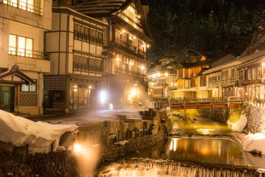 【銀山温泉】大正ロマンを感じずにはいられない、ノスタルジックな温泉街で酒飲み散歩。